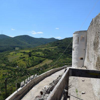 La vue du haut de Deva.
