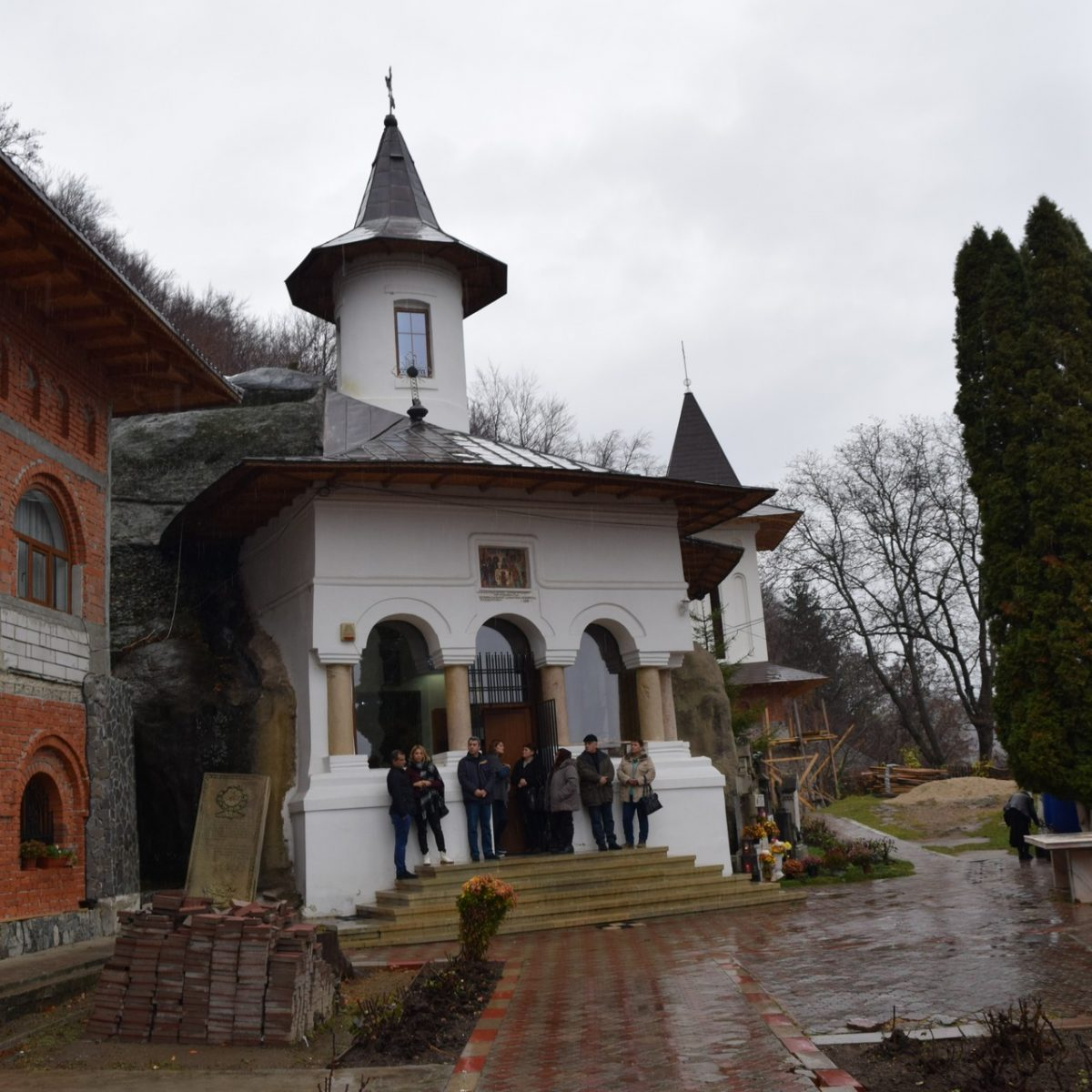 Namaiesti Monastery, with Scoala Iubirii into Arges county.