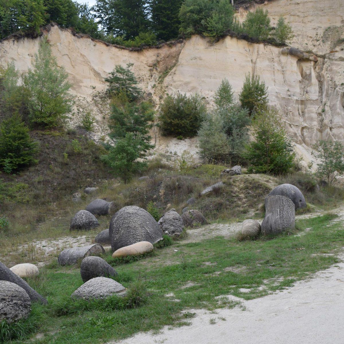Le musée Trovantilor. Judet de Valcea