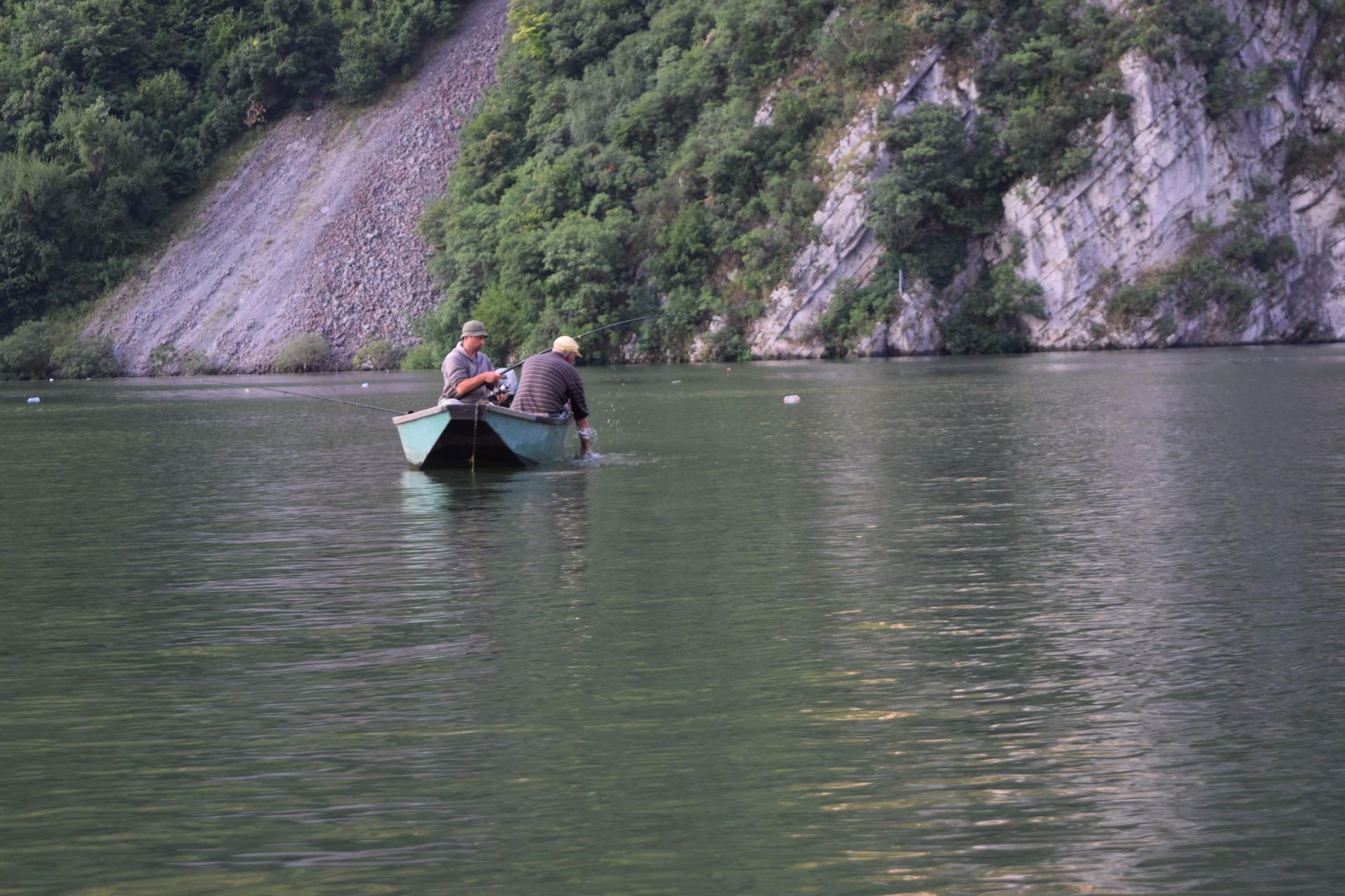 Decebal face boat