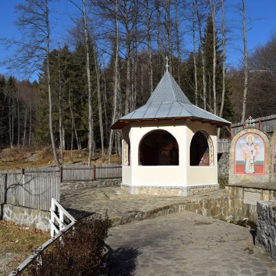 La fontaine de Robaia, dans l'Arges.
