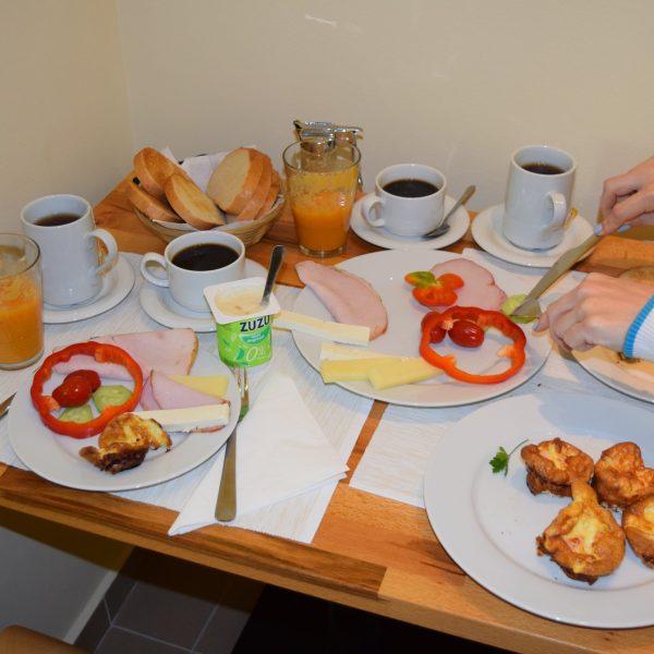 Arizto Villa, breakfast.