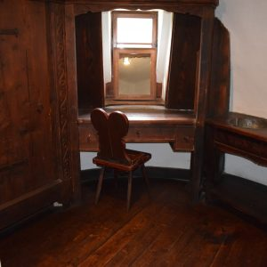 Le chateau de Bran, et une salle de maquillage.