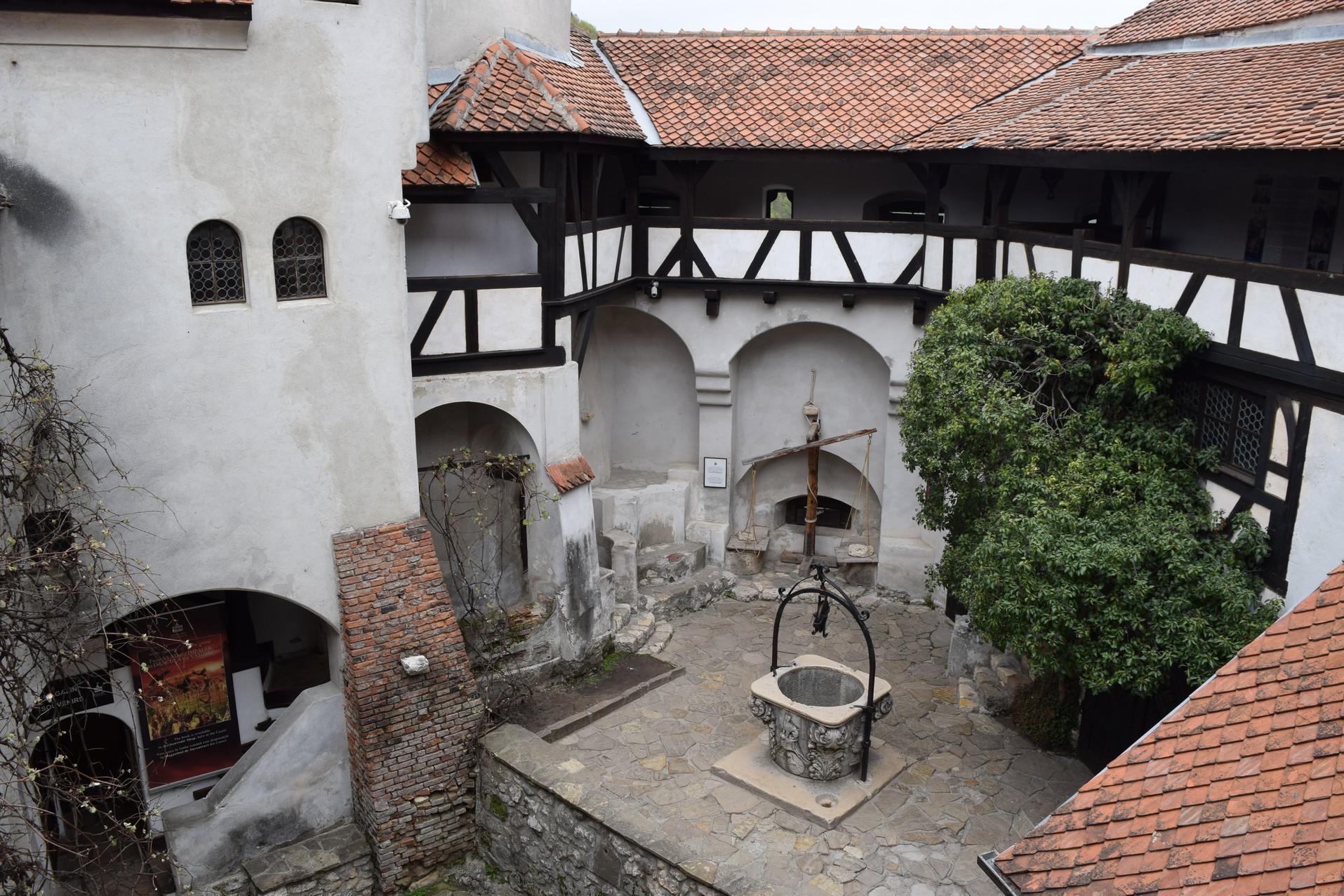 """Résultat de recherche d'images pour """"Château de Bran"""""""