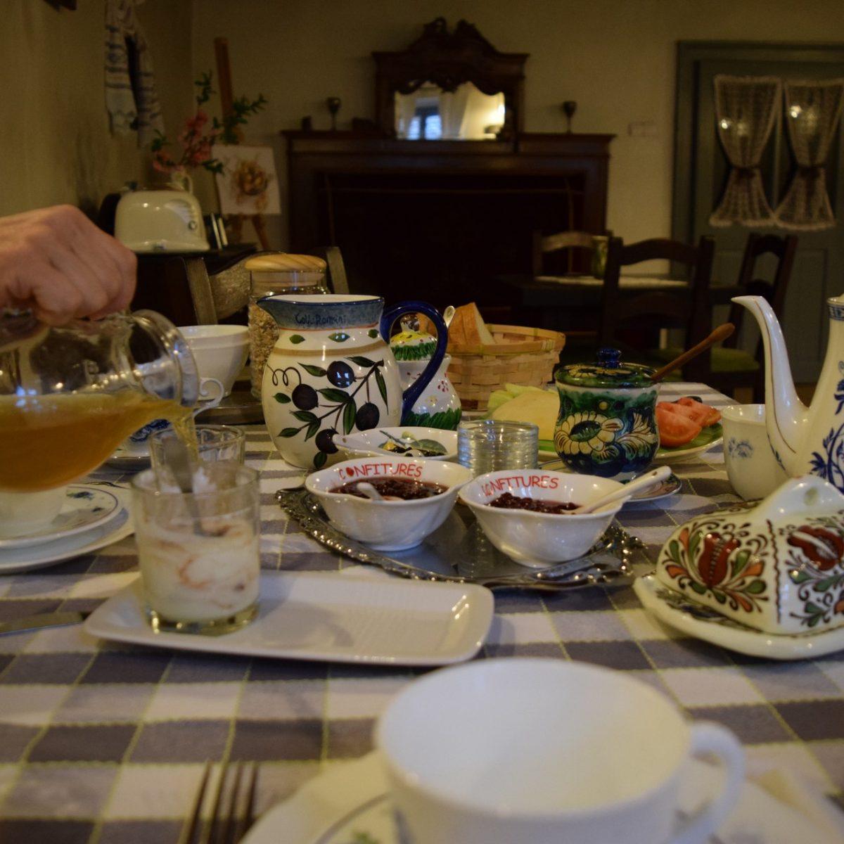 Breakfast to Casa cu Zorele.
