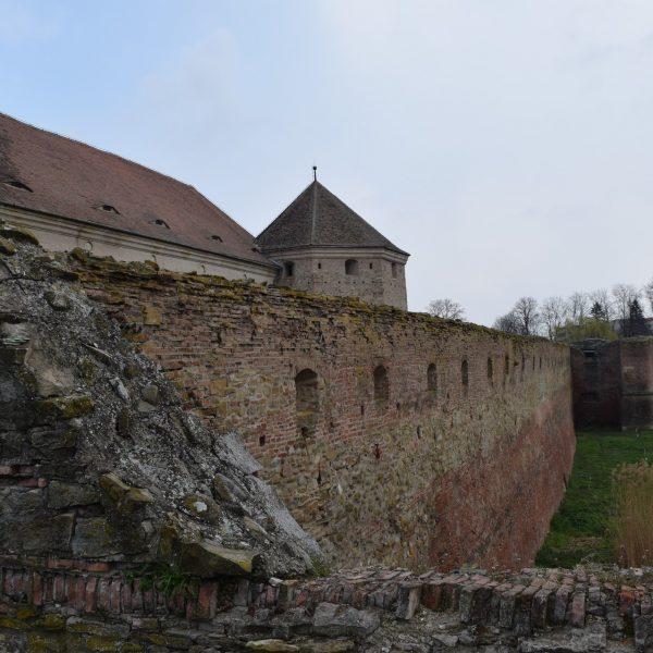 Voyage en Roumanie, rempart de la citadelle de Fagaras.
