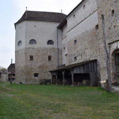Voyage en Roumanie, cour extérieur de la citadelle de Fagaras.