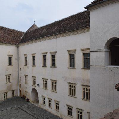 Voyage en Roumanie, cour intérieur de la citadelle de Fagaras.