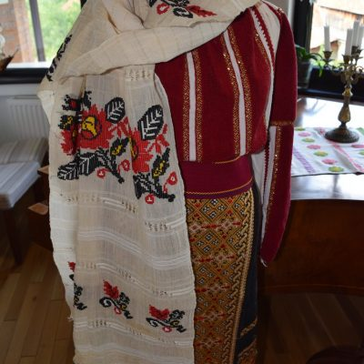 June, 24, day of Traditional Romanian blouses to Conacul Bratescu.