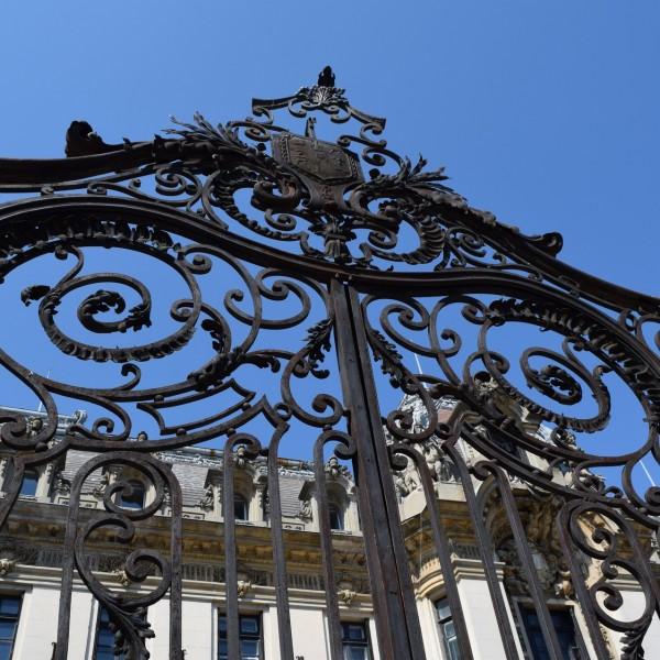 Le portail du musée National George Enescu.