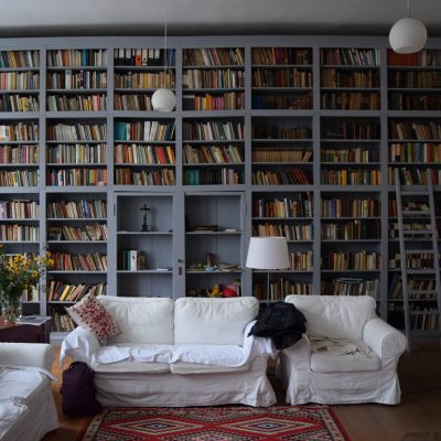 Library of Cincsor guesthouse