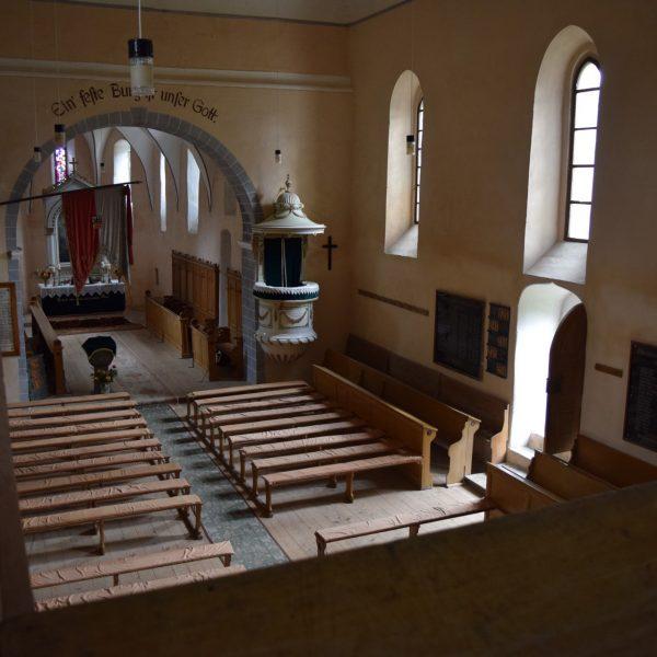 Interieur de l'eglise fortifiee de Cincsor