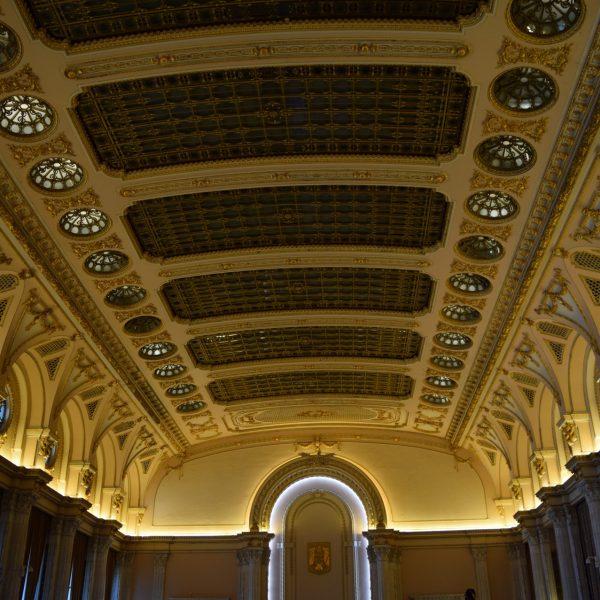 Le plafond de la plus grande salle du Palais du Parlement