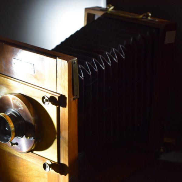Vieil appareil photo, au Palais Sutu.