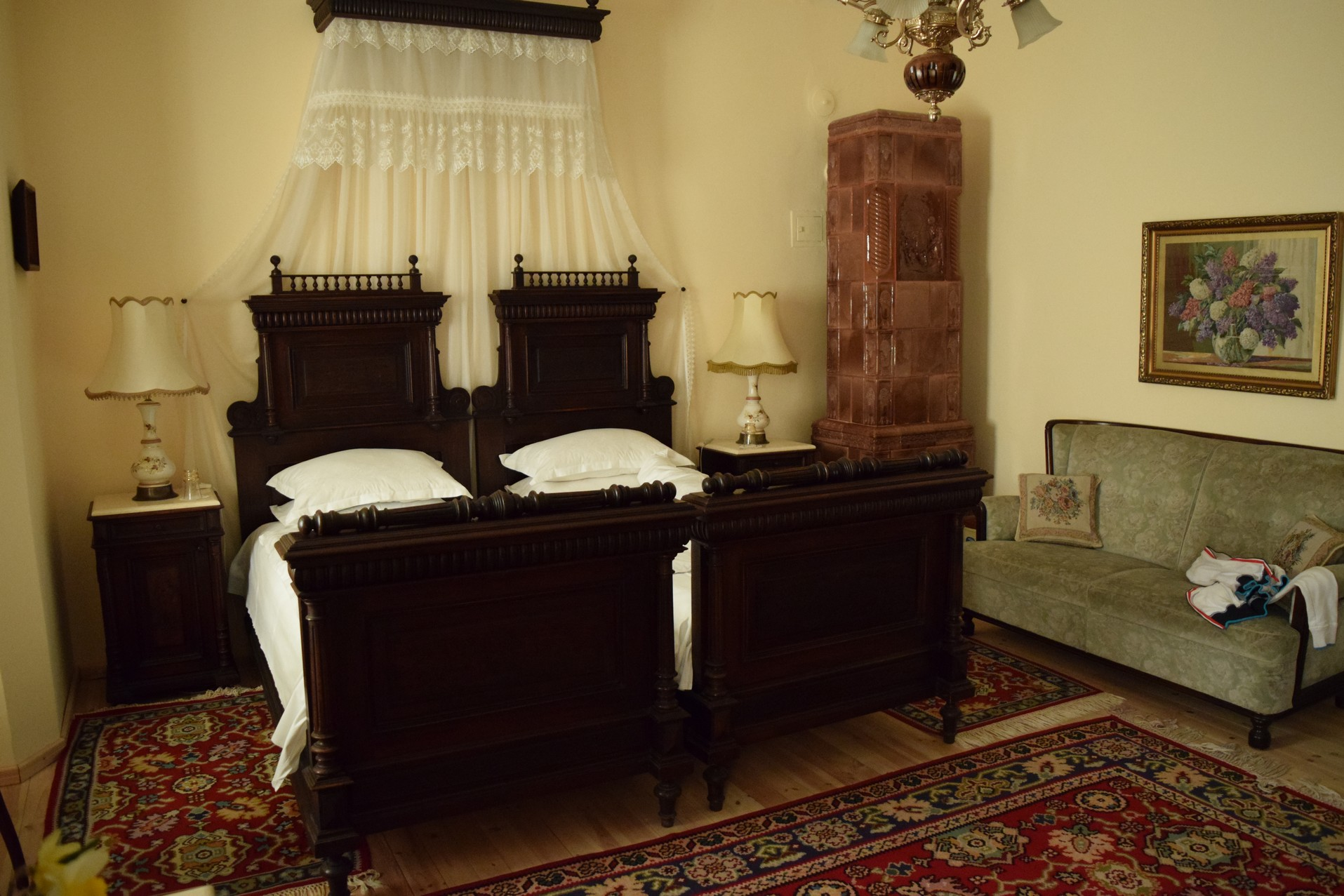 retro 19th century une agr able chambre d h te balchik. Black Bedroom Furniture Sets. Home Design Ideas