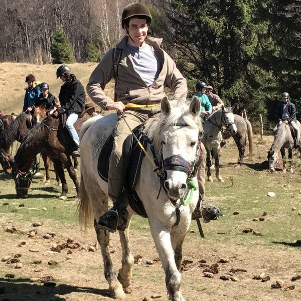 Randonnée équestre en Roumanie.