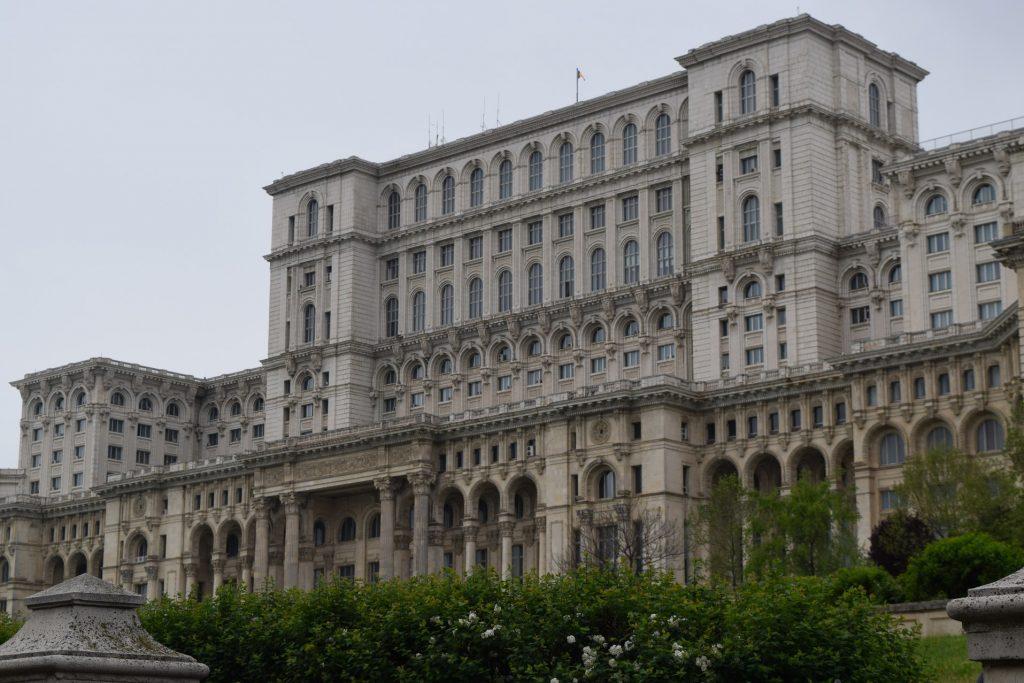 palais-du-parlement-de-pres