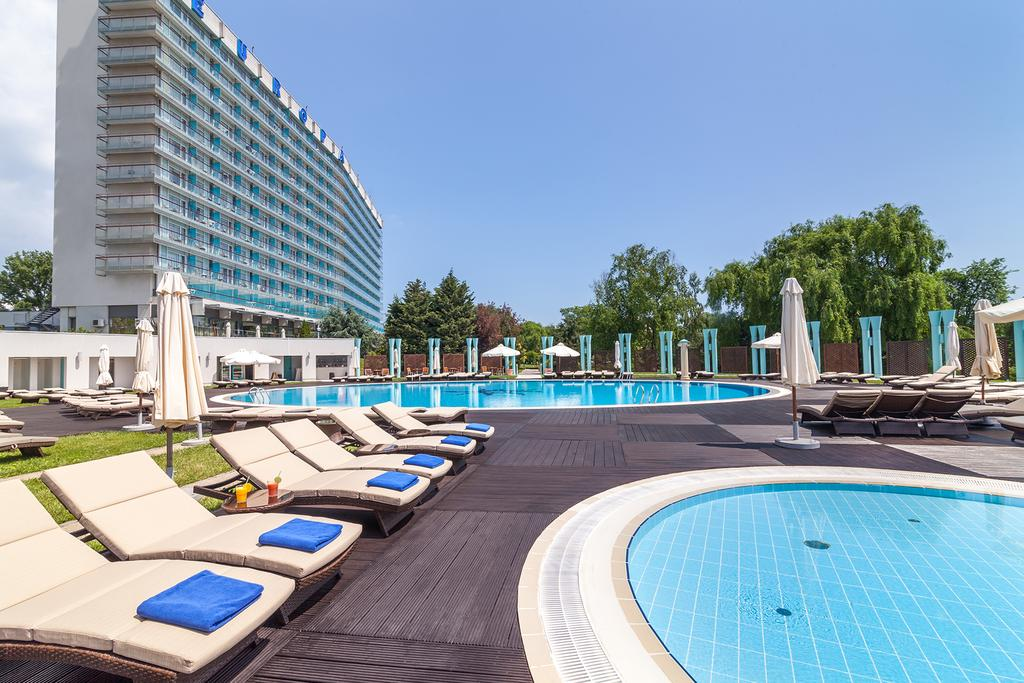 vue jour piscine hotel europa